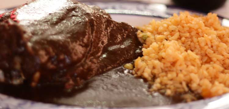mole con arroz a la mexicana