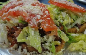 Sopes de pollo y chorizo. Receta mexicana