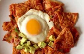 Chilaquiles con chile guajillo – receta